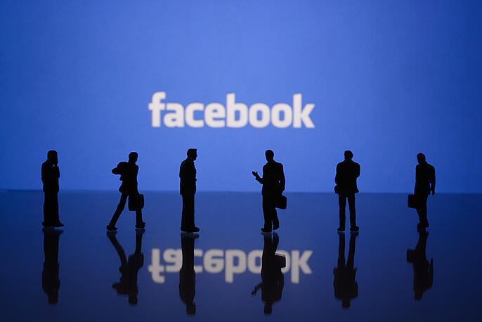 How to Advertise on Facebook (+ 5 Best Examples)