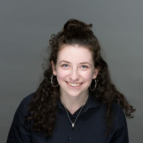 Daniella Alscher Headshot