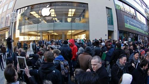 apple store crowd