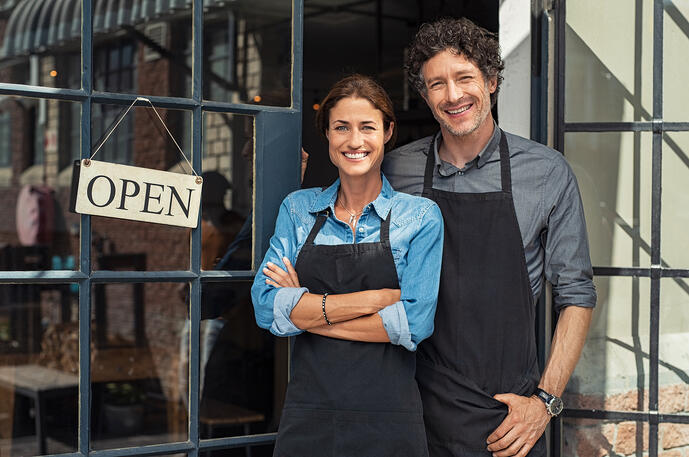 What Is a Franchisee? (+Benefits and Responsibilities)