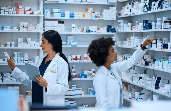 How to Become a Pharmacist (The Qualifications You Need)