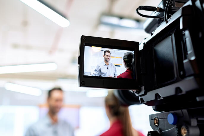 A Quick Guide to LinkedIn Videos for B2B Marketers (+Tools and Tricks)