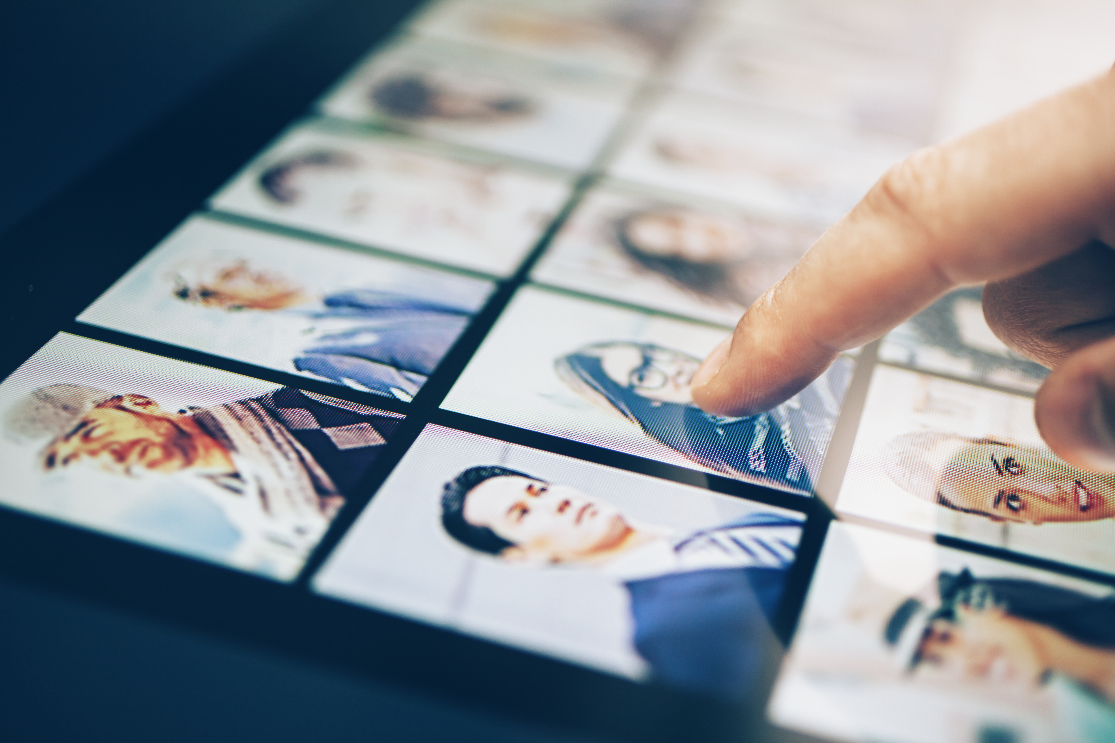 Reverse Image Search: A Guide for Beginners (+11 Benefits)