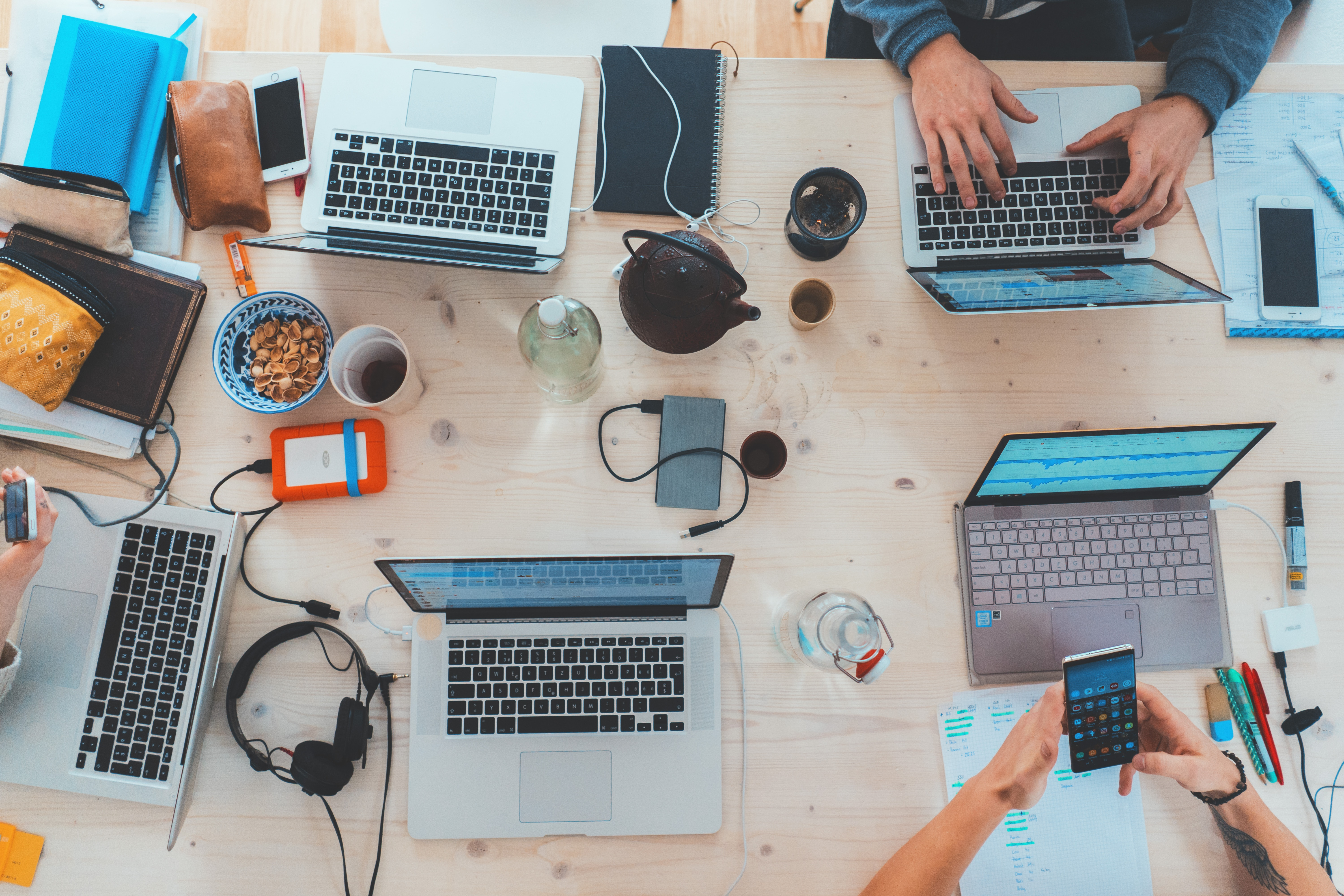 4 Softwares to Boost Office Efficiency (+How They Work Together)